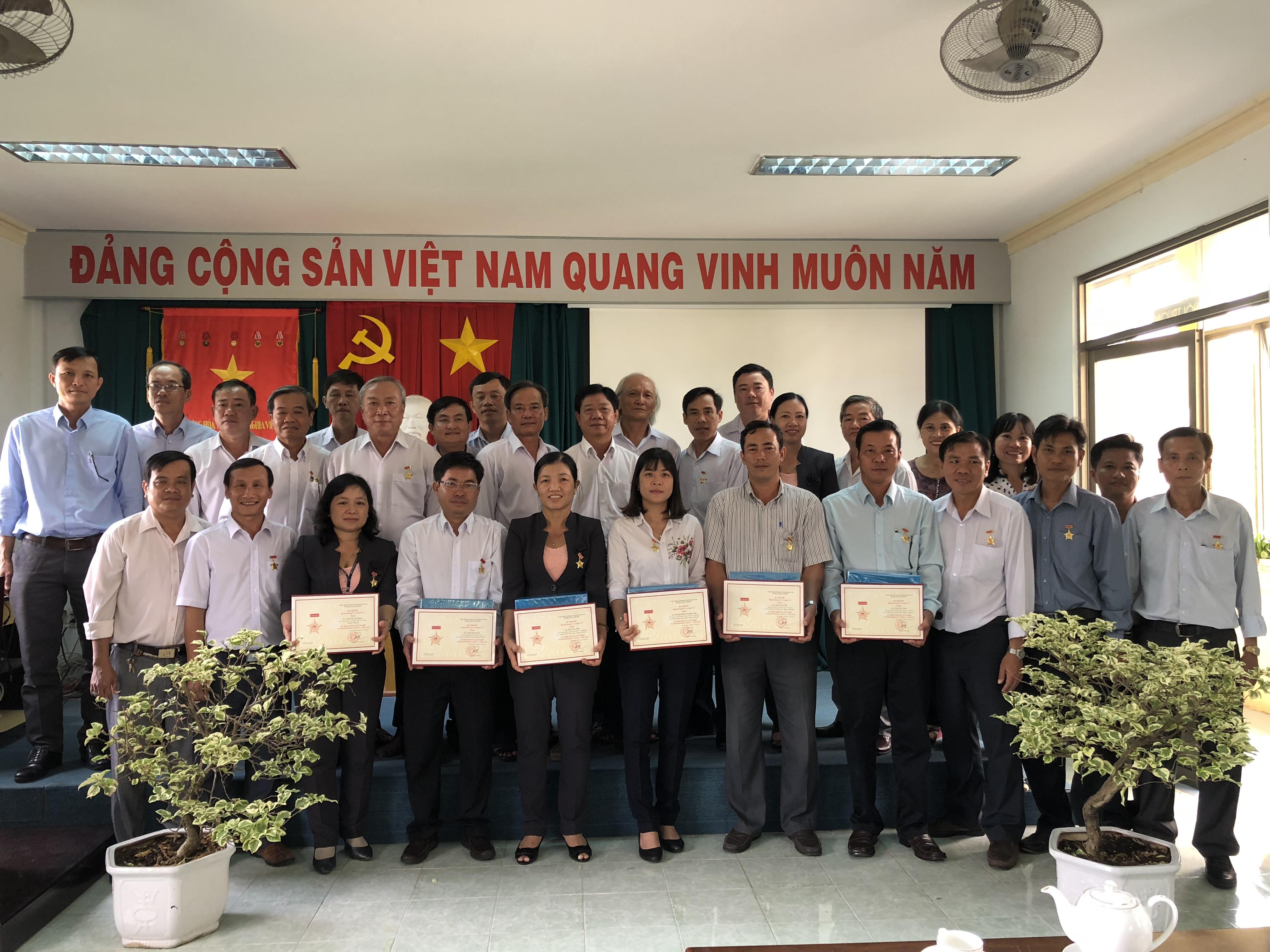 """Lễ trao tặng Kỷ niệm chương """"Vì sự nghiệp ngành Kế hoạch và Đầu tư Việt Nam"""""""