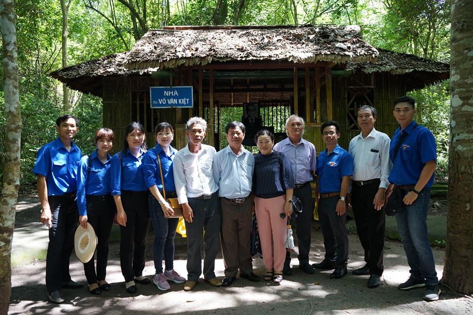 Chi đoàn cơ sở Cục Thống kê tỉnh Tiền Giang tổ chức hoạt động về nguồn năm 2019